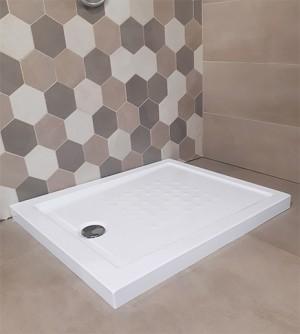 Piatto doccia acrilico rinforzato cm H 5,5 x 80 x 140 bianco con piletta cromata filo/sopra pavimento