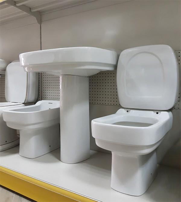 Sanitari bagno lavabo colonna vaso e bidet vintage bianchi Bicchi ...